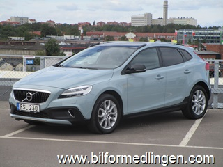 Volvo V40 Cross Country D4 190hk Summum Svensksåld 2017