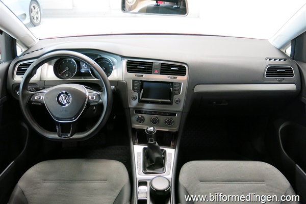 235275 Volkswagen Golf
